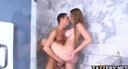 ไอลูกชายขี้เงี่ยนแอบตามแม่ตัวเองไปดูอาบน้ำก่อนที่จะอดใจไม่ไหว